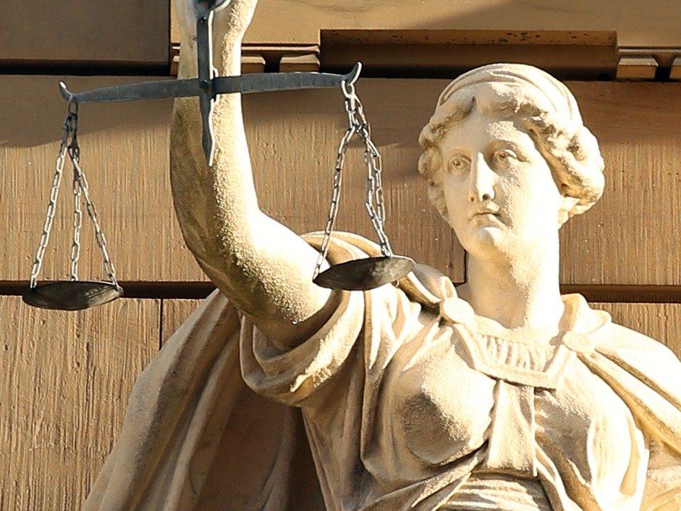 foto sochy vážící spravedlnost